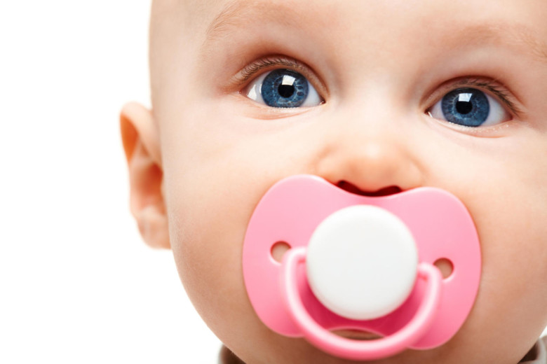 Pacifiers for newborns: pros and cons